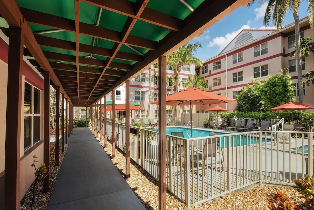 Outdoor Pool, Residence Inn By Marriott Fort Lauderdale Plantation