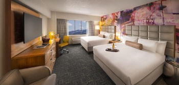 North Tower Luxury Room - Two Queen Beds - Guestroom