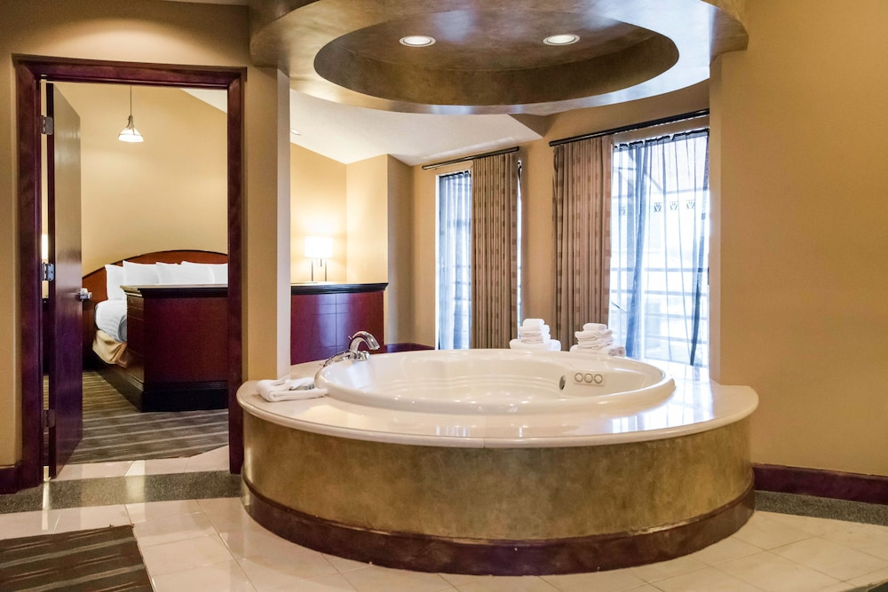 Jetted Tub, Pier 5 Hotel Baltimore, Curio Collection by Hilton