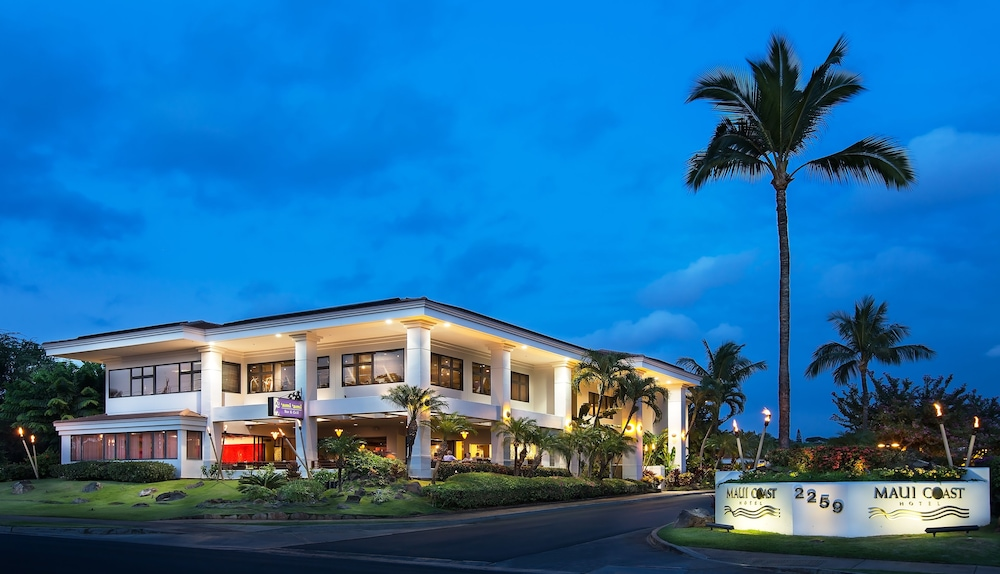 Front of Property - Evening/Night, Maui Coast Hotel