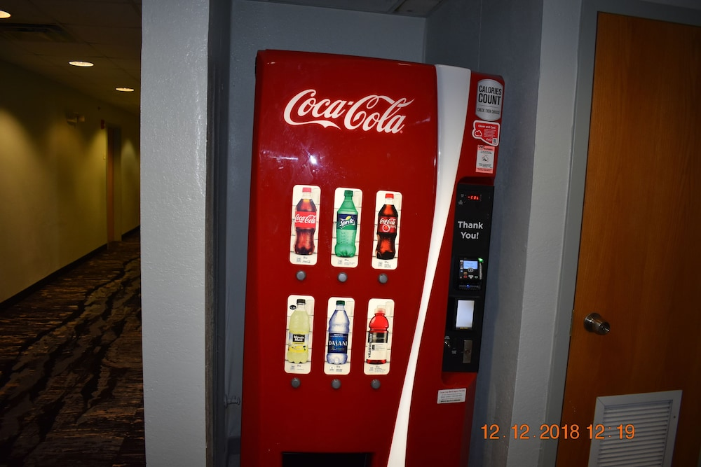 Vending Machine, Jacksonville Plaza Hotel & Suites Airport