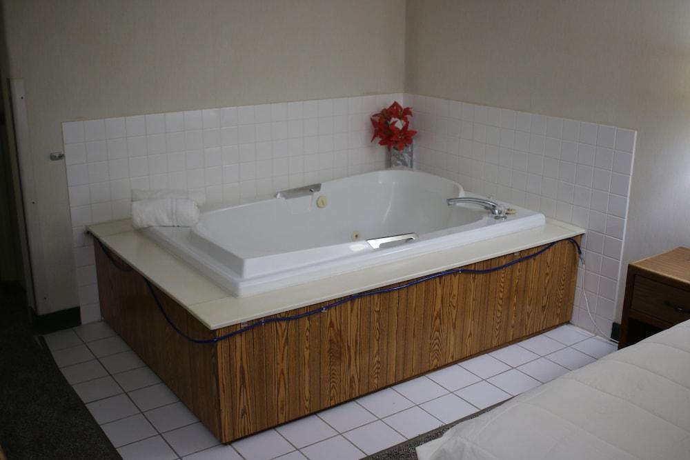 Red Carpet Inn & Suites: 2018 Room Prices, Deals & Reviews | Expedia