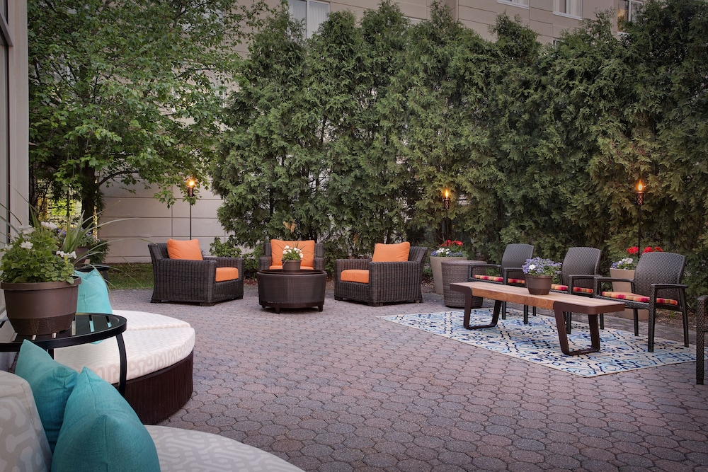 Terrace/Patio, Hilton Garden Inn Saratoga Springs
