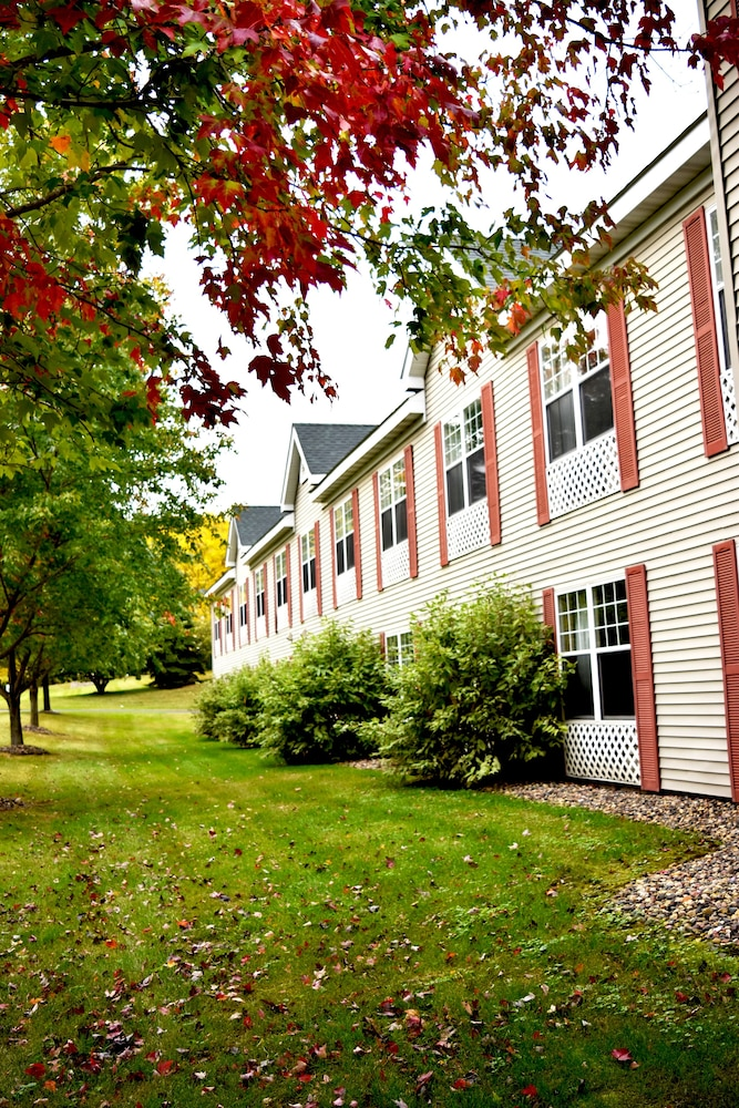 Located in River Falls, Country Inn River Falls is in the business district, within a minute drive of University of Wisconsin River Falls and Willow River State Park. This hotel is mi (47 km) from Xcel Energy Center and mi ( km) from StoneRidge Golf Club/5(33).