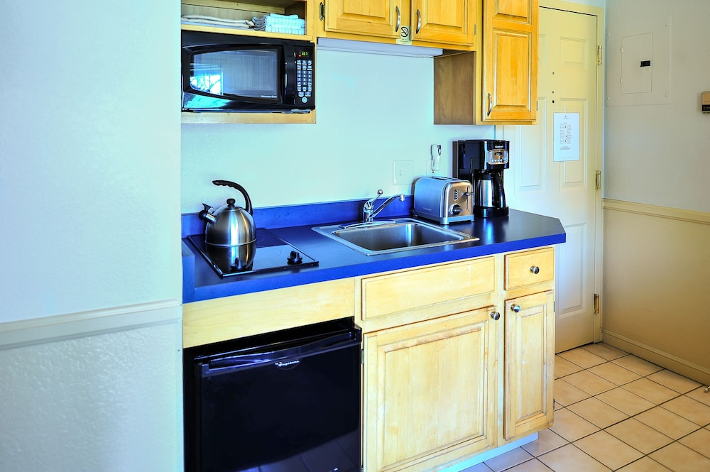 Private Kitchenette, The Historic Crags Lodge by Diamond Resorts