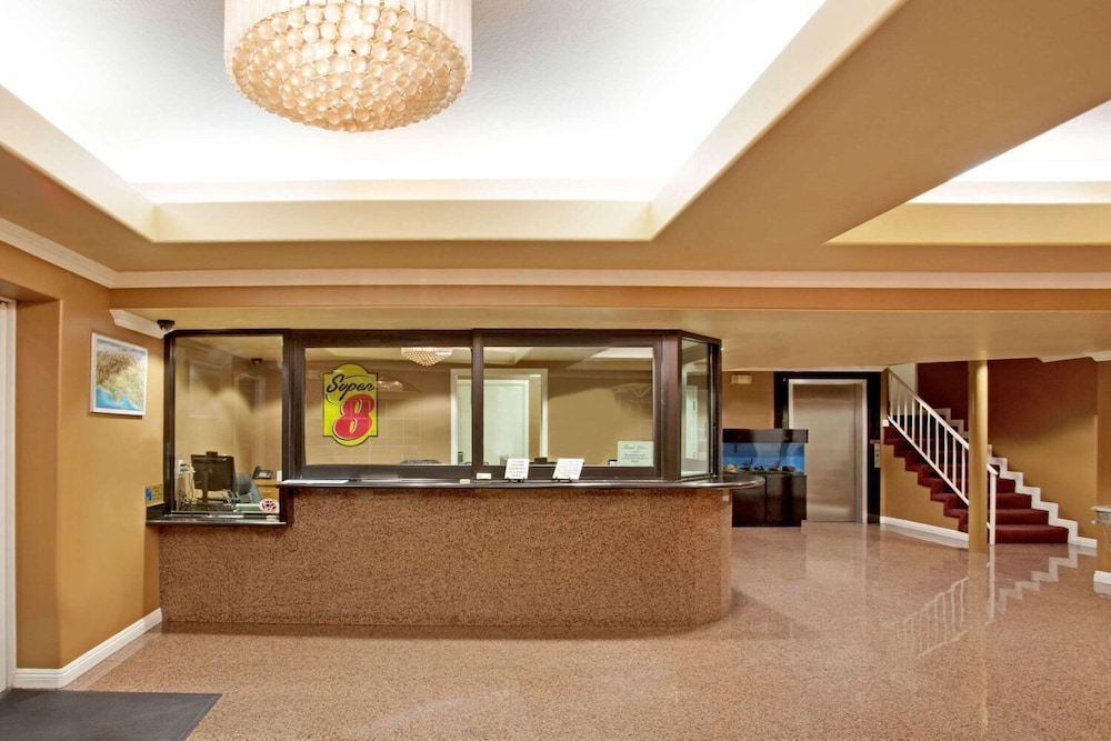 Lobby, Super 8 by Wyndham Los Angeles Downtown