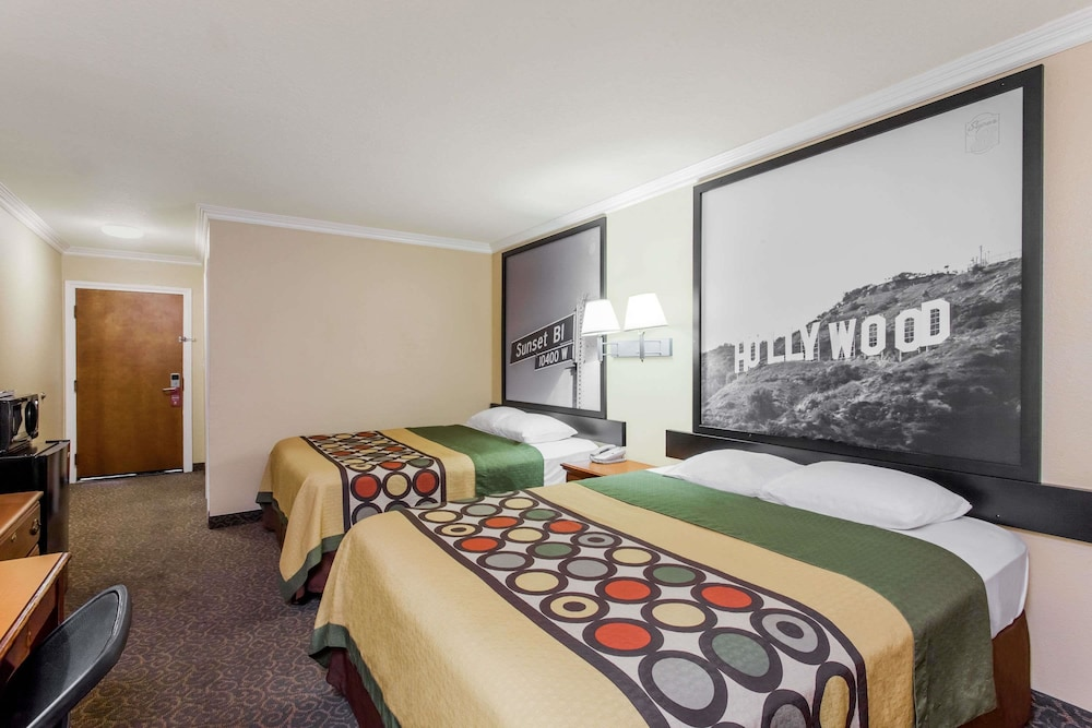 Room, Super 8 by Wyndham Los Angeles Downtown