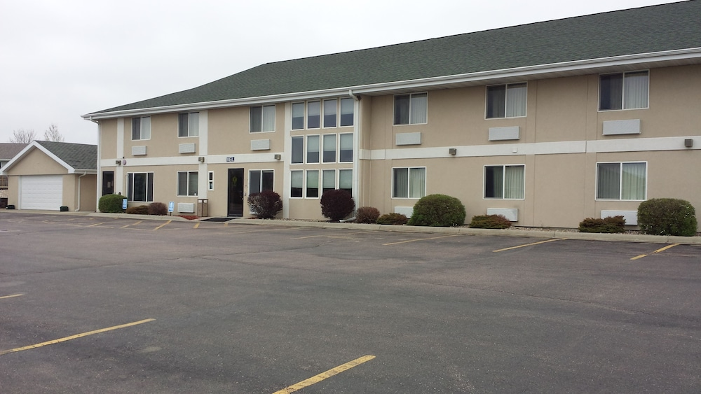 View from Property, Bilmar Inn & Suites Dell Rapids