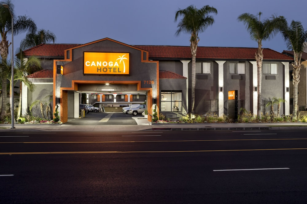 Front of Property - Evening/Night, Canoga Hotel