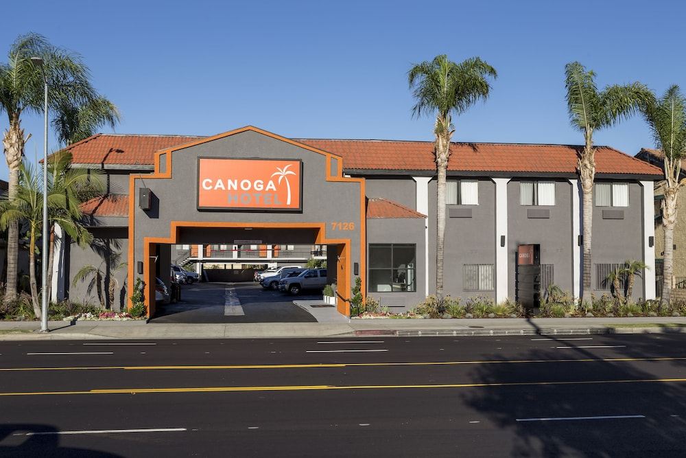 Front of Property, Canoga Hotel