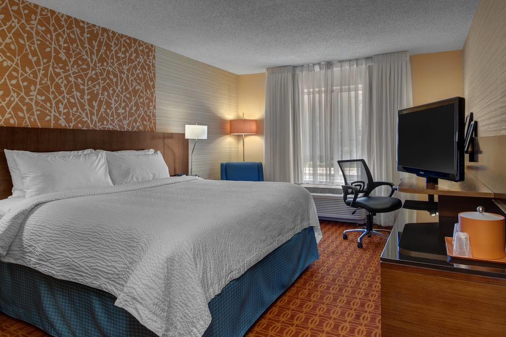 Room, Fairfield Inn & Suites Fort Worth I-30 West near NAS JRB