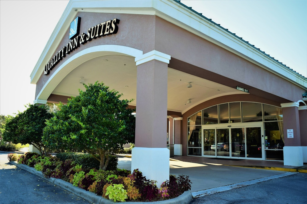 Property Entrance, Quality Inn Conference Center at Citrus Hills