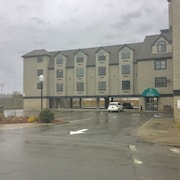 Atlantic Beach Hotel & Suites
