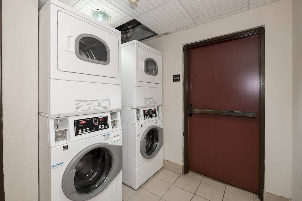 Laundry, Red Roof Inn & Suites Newnan