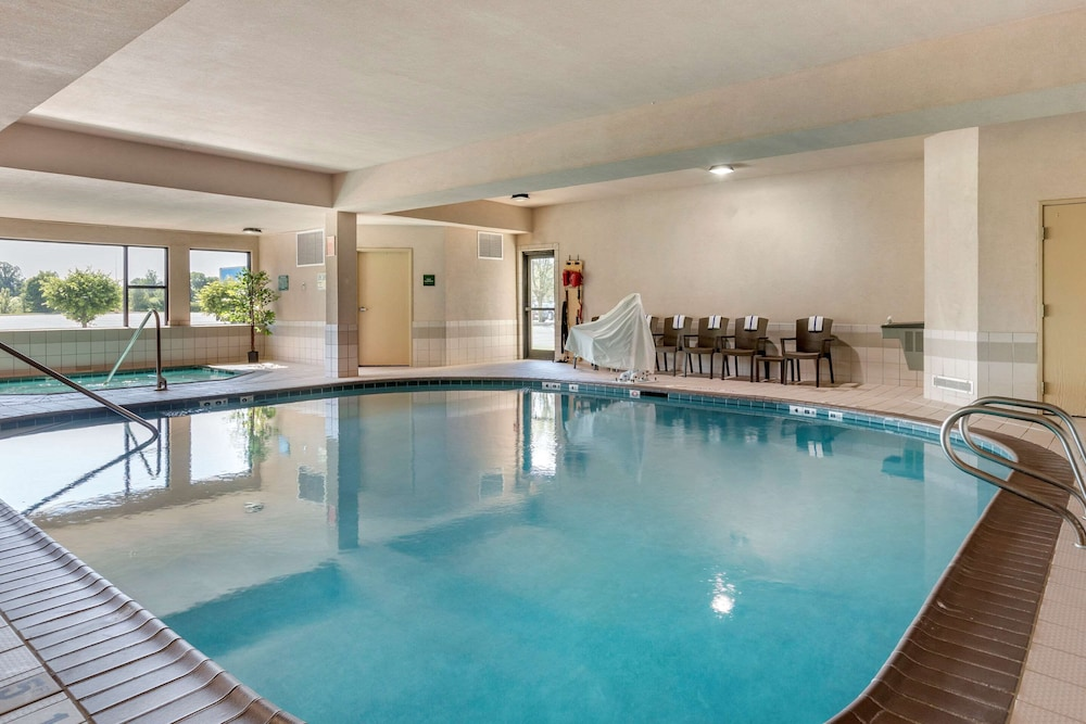 Pool, Comfort Suites Grandville - Grand Rapids SW