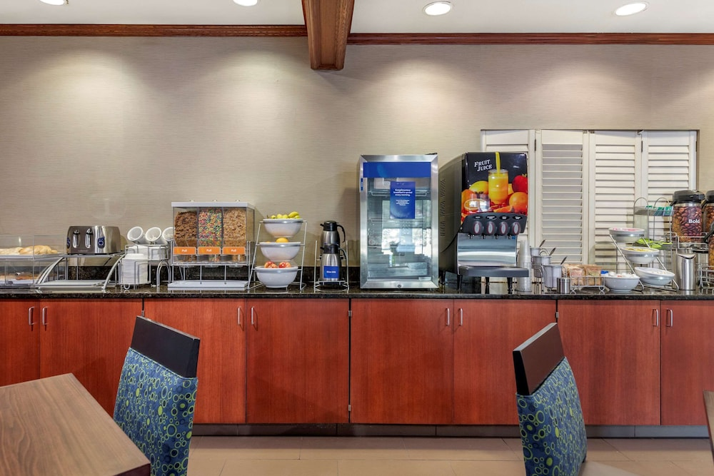 Breakfast Area, Comfort Suites Grandville - Grand Rapids SW