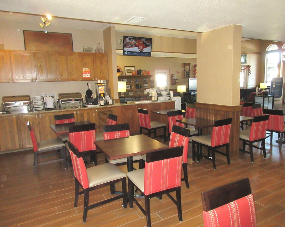 Breakfast Area, Comfort Inn Marshall Station