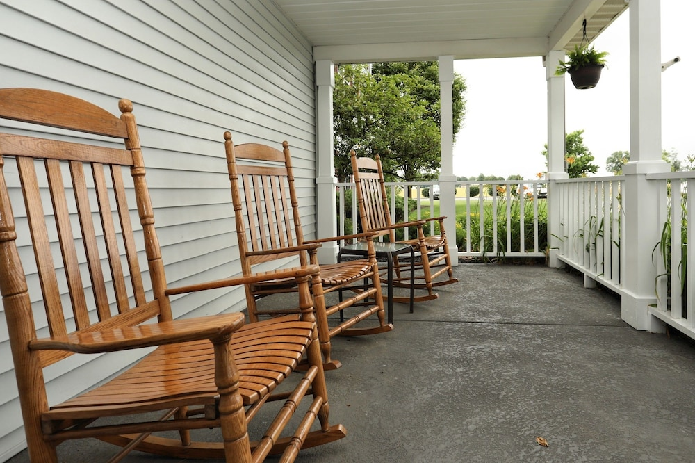 Porch, Lancaster Inn and Suites