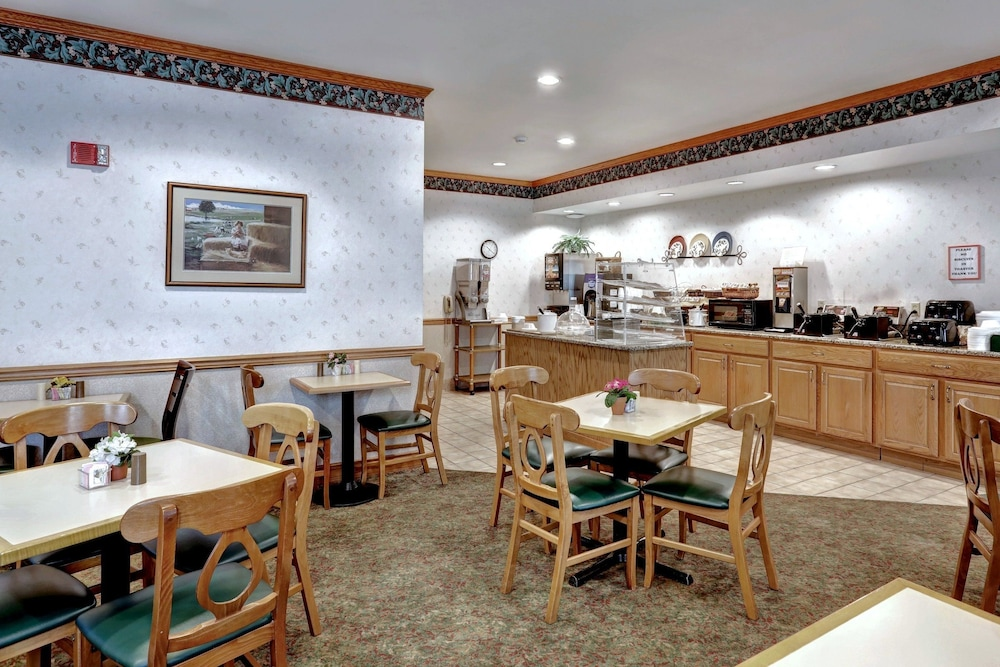 Breakfast Area, Lancaster Inn and Suites