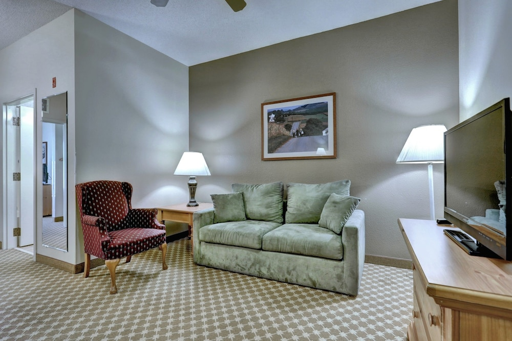 Living Area, Lancaster Inn and Suites