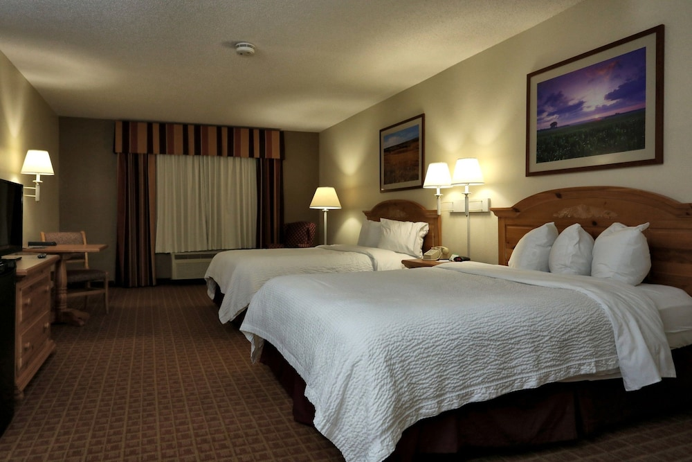 Room, Lancaster Inn and Suites