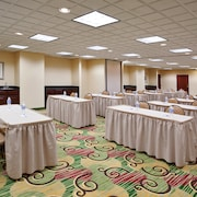 Holiday Inn Express Hotel & Suites Cleveland-Streetsboro