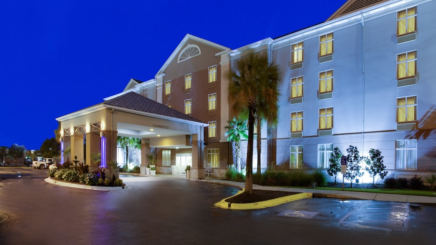 Holiday Inn Express & Suites Charleston-Ashley Phosphate, an IHG Hotel