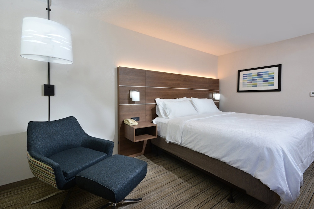 Room, Holiday Inn Express Raleigh Durham Airport, an IHG Hotel