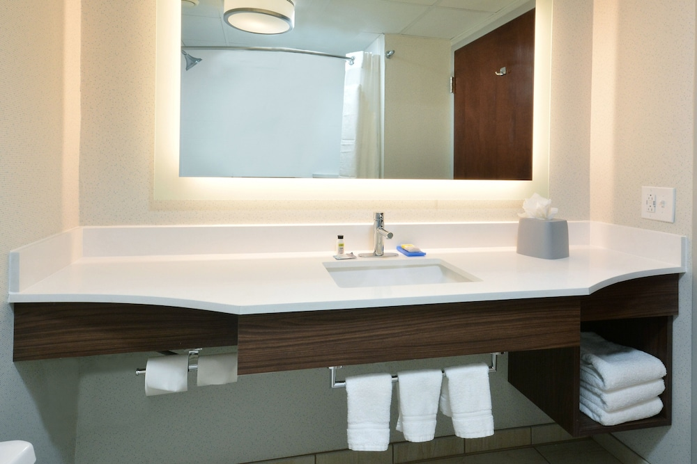 Bathroom, Holiday Inn Express Raleigh Durham Airport, an IHG Hotel
