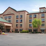 The Plaza Hotel & Suites Winona