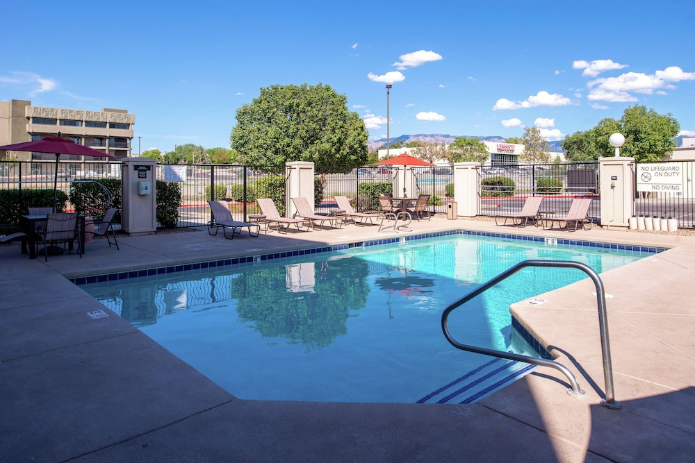 Pool, Hampton Inn Albuquerque-University/Midtown
