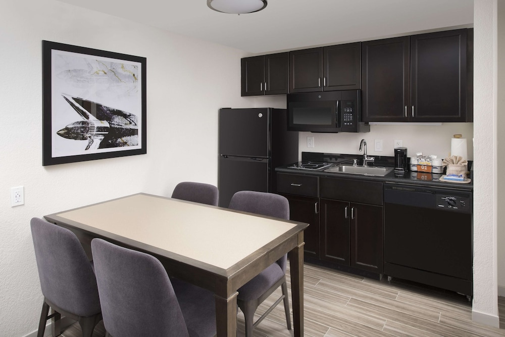 Private Kitchen, Hampton Inn & Suites Anaheim/Garden Grove