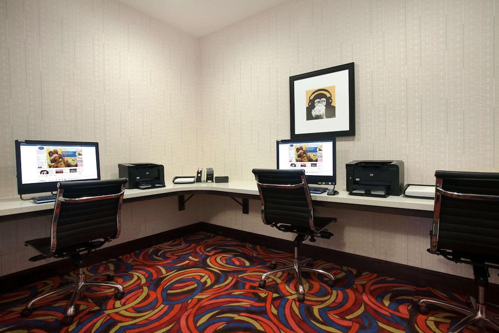 Business Center, Hampton Inn & Suites Anaheim/Garden Grove