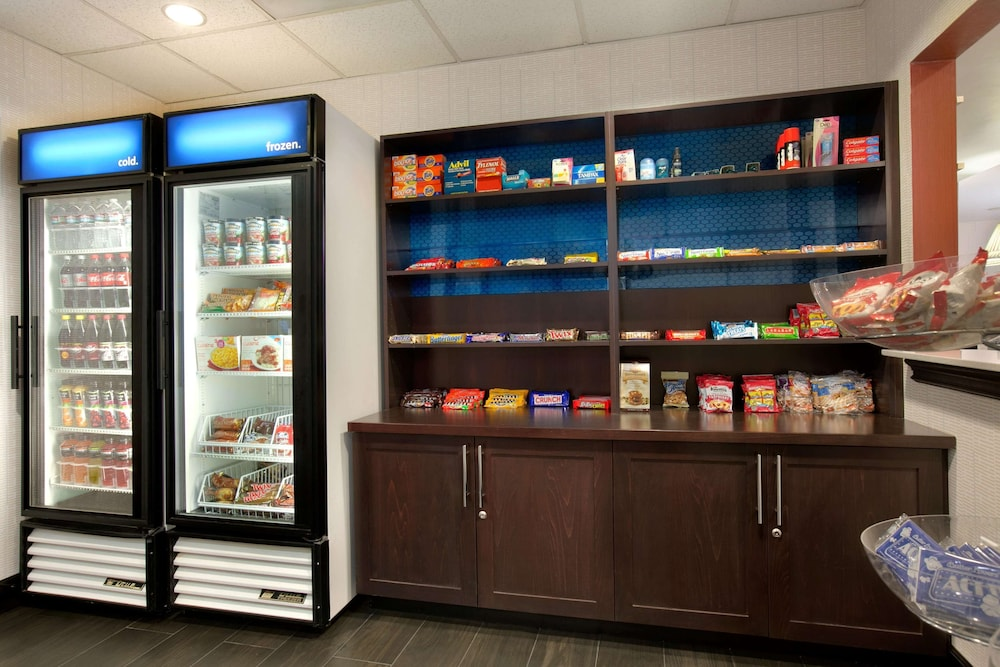 Snack Bar, Hampton Inn & Suites Anaheim/Garden Grove