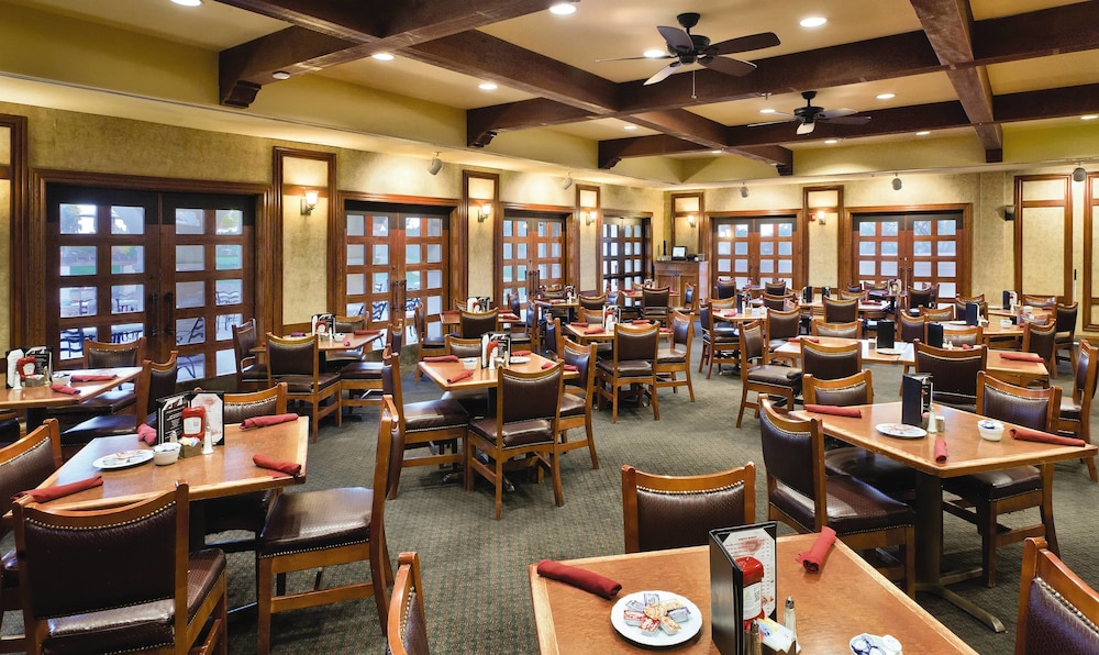 Restaurant, Legacy Golf Resort