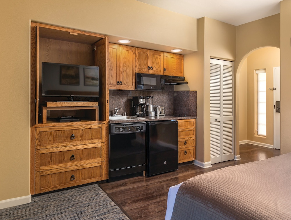 Private Kitchenette, Legacy Golf Resort