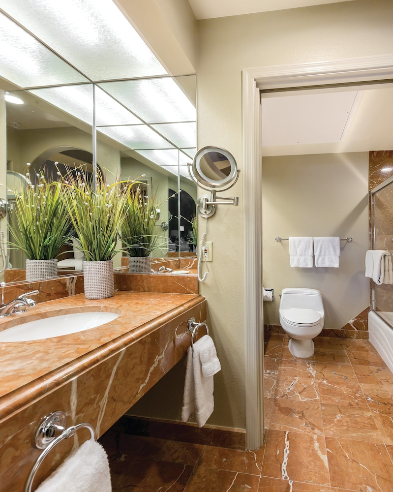 Bathroom, Legacy Golf Resort