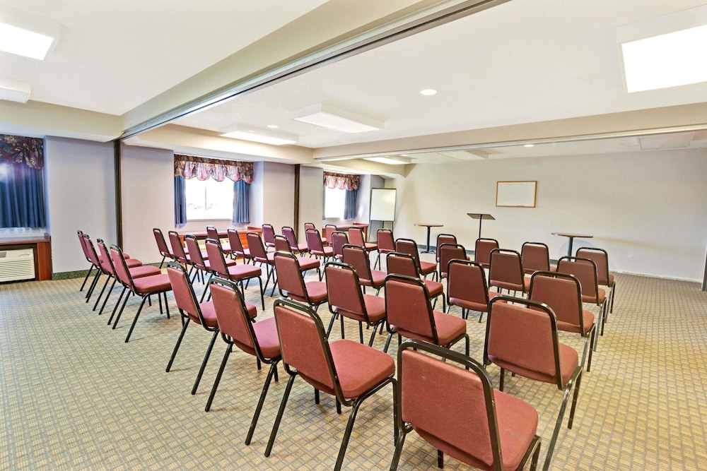 Meeting Facility, Microtel Inn & Suites by Wyndham Roseville/Detroit Area