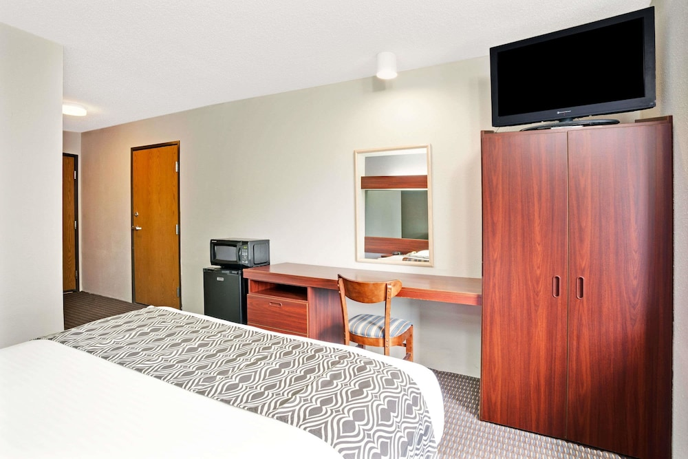 Room, Microtel Inn & Suites by Wyndham Roseville/Detroit Area