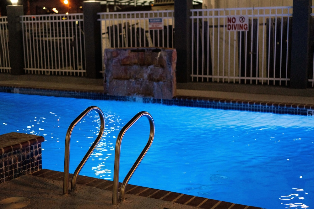 Outdoor Pool, Windwater Inn and Suites