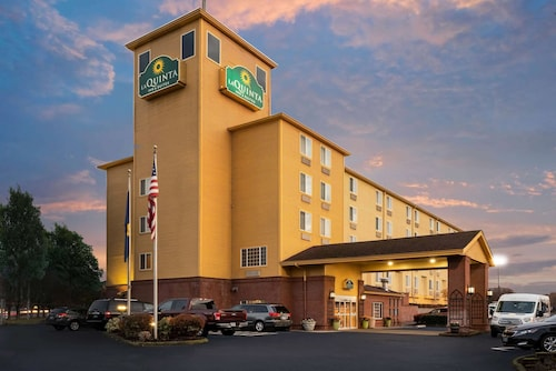 La Quinta Inn & Suites by Wyndham Portland Airport