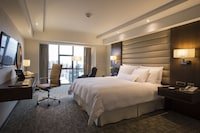 Executive Room, 1 King Bed, City View