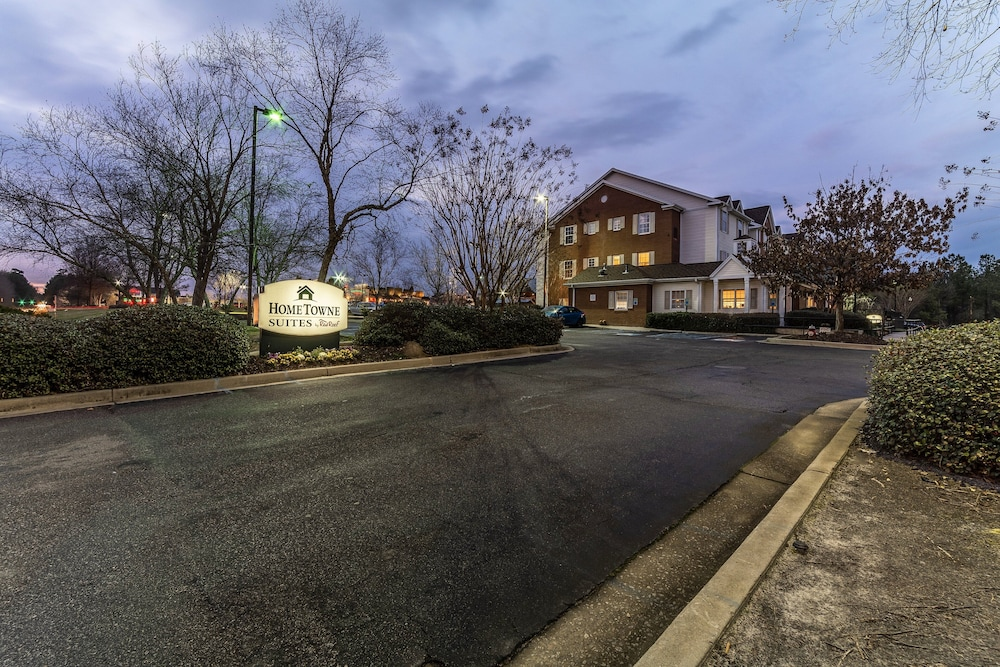 Exterior, HomeTowne Studios & Suites by Red Roof Columbia