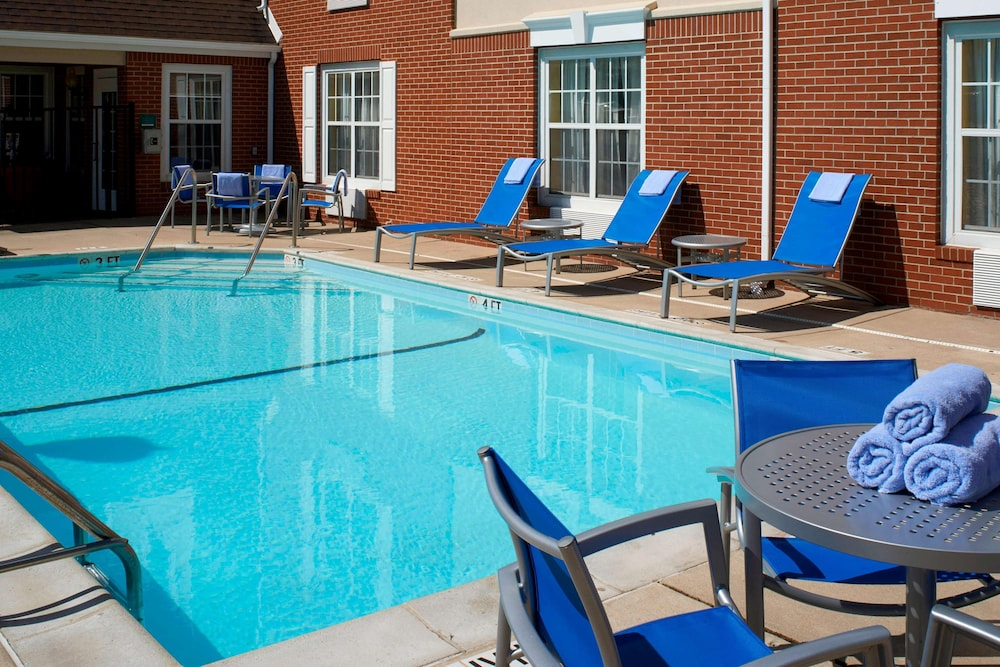 Pool, Sonesta Simply Suites Detroit Novi