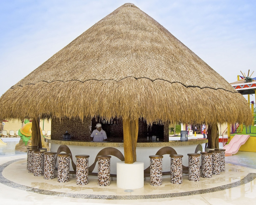 Beach Bar, All Ritmo Cancun Resort & Water Park - All Inclusive