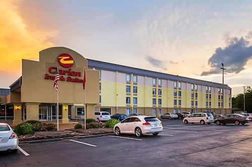 Clarion Inn & Suites Near Downtown
