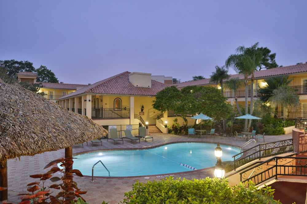 Holiday Inn Hotel Suites Tampa North Busch Gardens Area Deals Reviews Tampa Usa Wotif