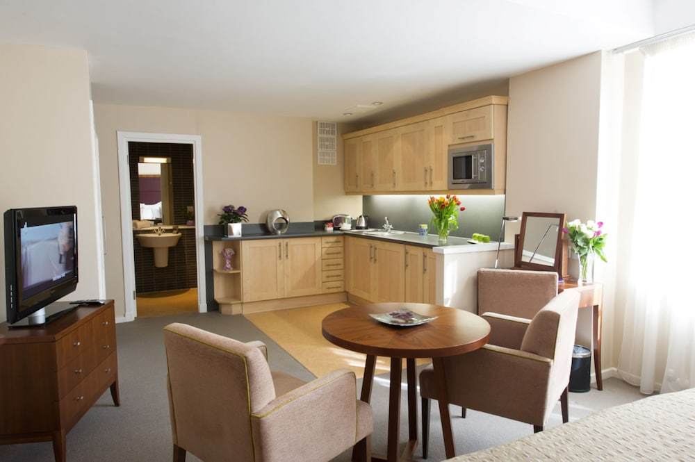 Private Kitchenette, Dolphin House Serviced Apartments
