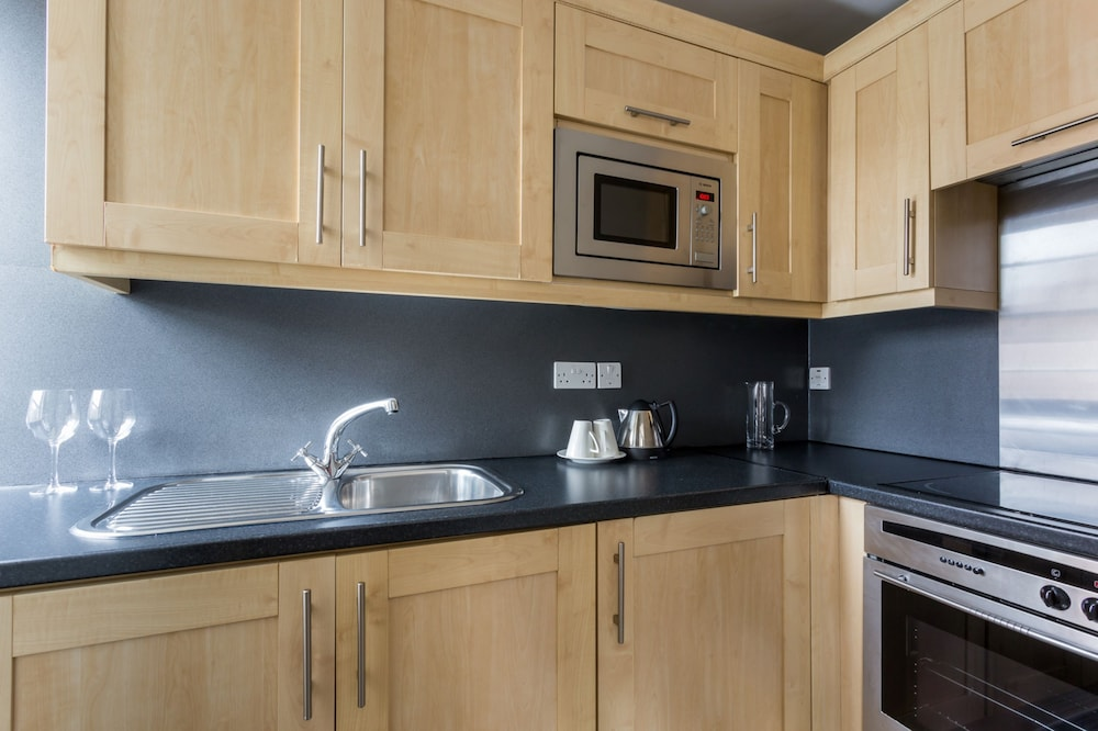 Private Kitchen, Dolphin House Serviced Apartments