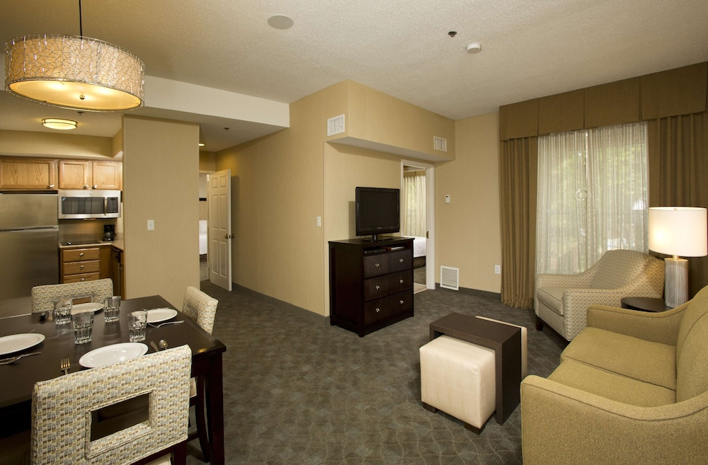 Room, Homewood Suites by Hilton Alexandria / Pentagon South